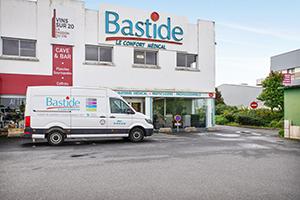 enseigne bastide le confort médical brest vitrine camion spécialiste handicap parking clients